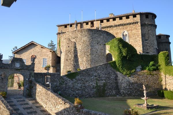 1 - Compiano castello_tagliata