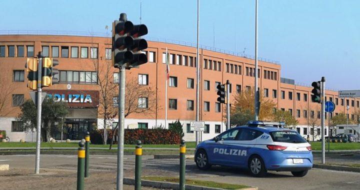 Modena, Tenta di rubare in un'autovettura: giovane in manette