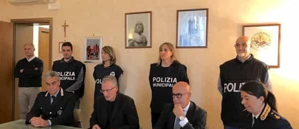 conferenza-procura-arresti-prostituzione-argentieri-2