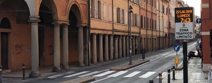 Bologna, Ztl ambientale: non saranno più validi i contrassegni delle auto Euro 0